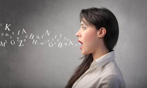 Признаком заболевания может стать замедленная, несвязная речь