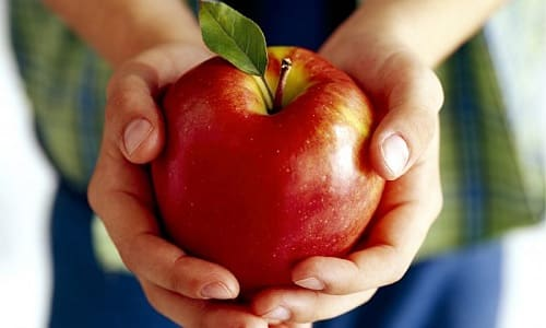 Также при тиреотоксикозе диета включает употребление яблок