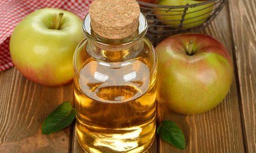 Отличное народное средство от варикоза - это напиток из яблочного уксуса. Он улучшает кровообращение и снимает отечность