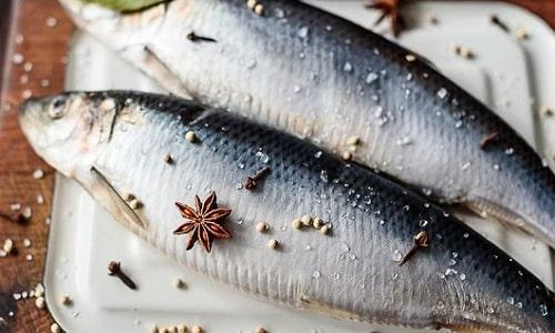 Для профилактики тиреоидита предлагается диета с исключением животных жиров и большего включения в рацион рыбы