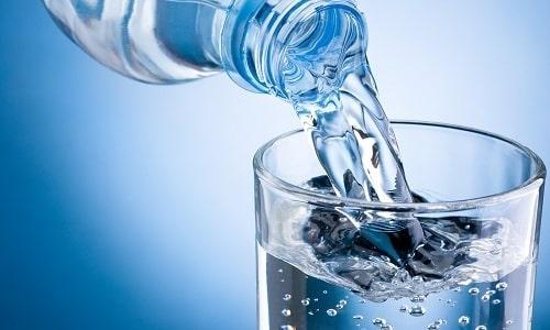 При хроническом течении болезни пить можно сок из томатов, разбавленный водой